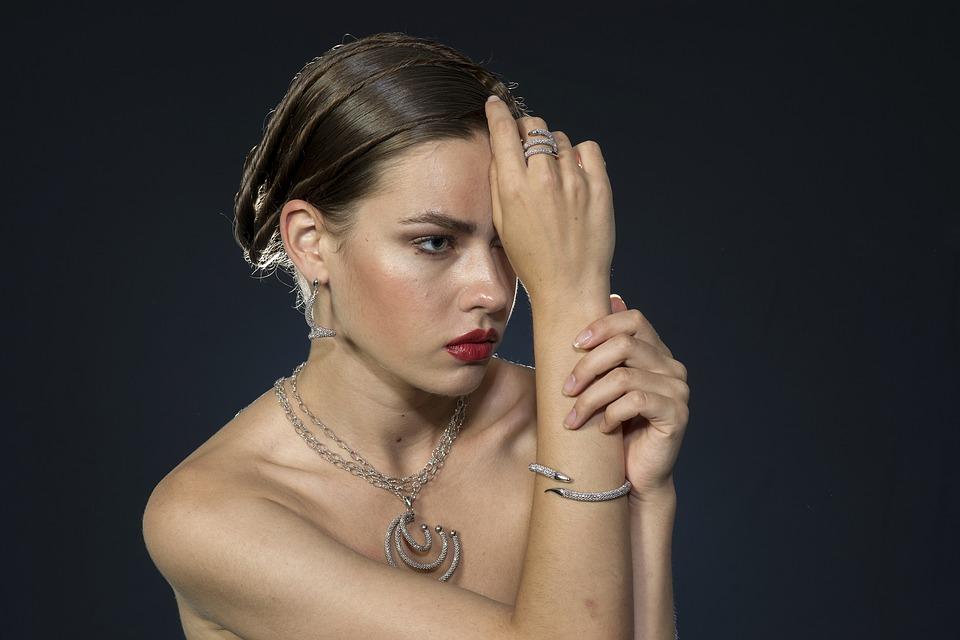 Comment mettre en valeur sa silhouette avec un bijou ?